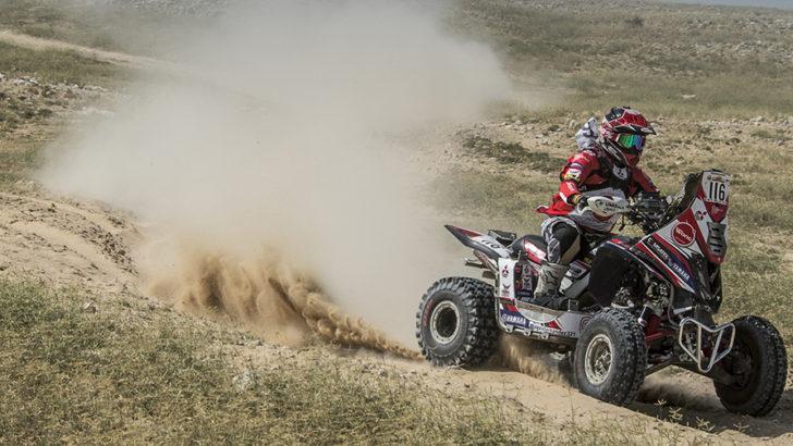 Alexis Hernández se mantiene firme en el Mundial y se ubica en el 3er puesto del Qatar Cross Country Rally